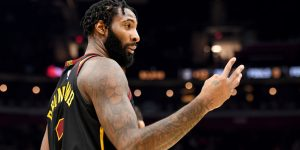Andre Drummond assina Lakers