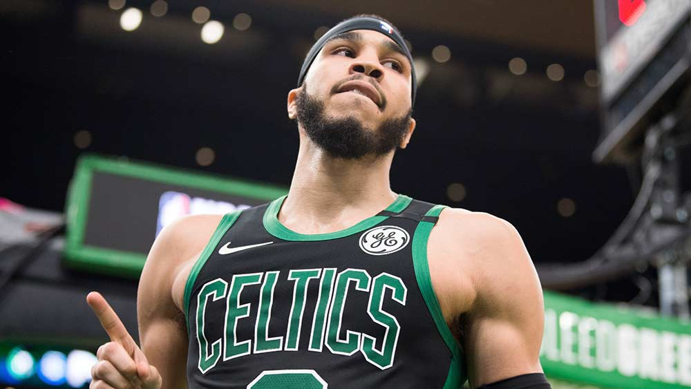 Tatum 44 vitória Celtics Warriors