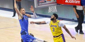 retorno Davis vitória Mavericks Lakers